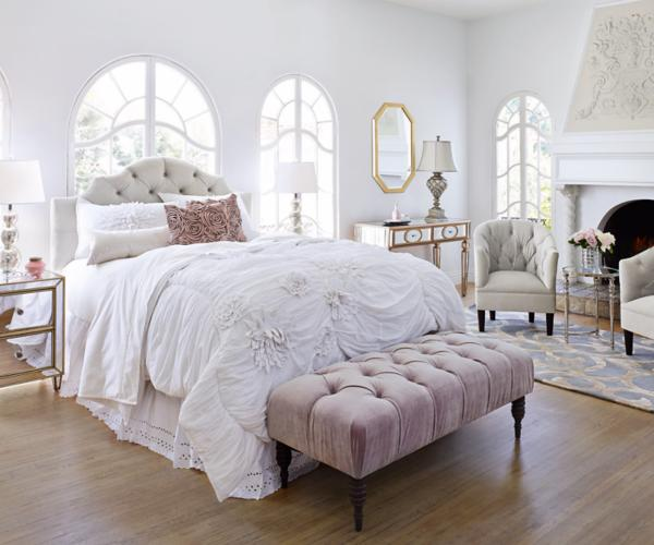 A bedroom setting with side table lamps.